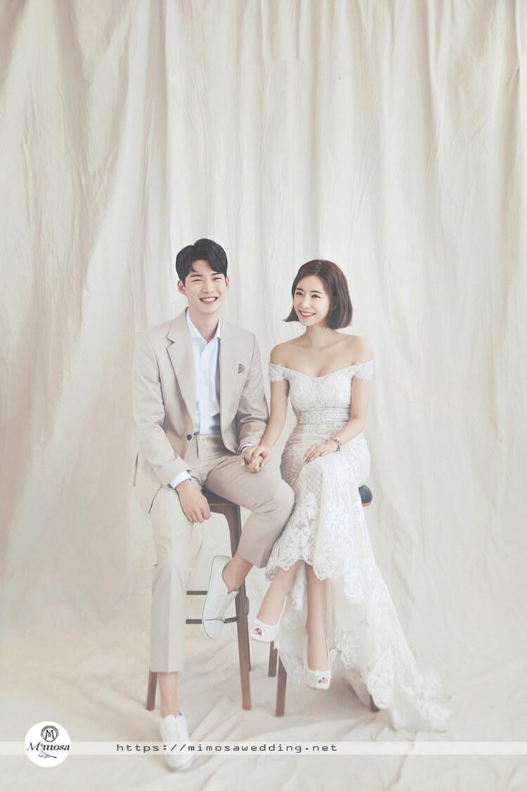 Chụp ảnh cưới hàn quốc với phông màu trắng sữa