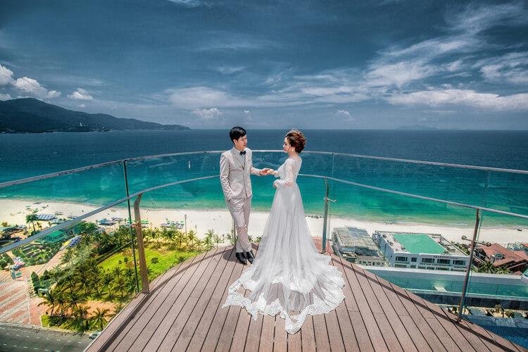 Nên chụp ảnh cưới trong nhà hay ngoài trời?