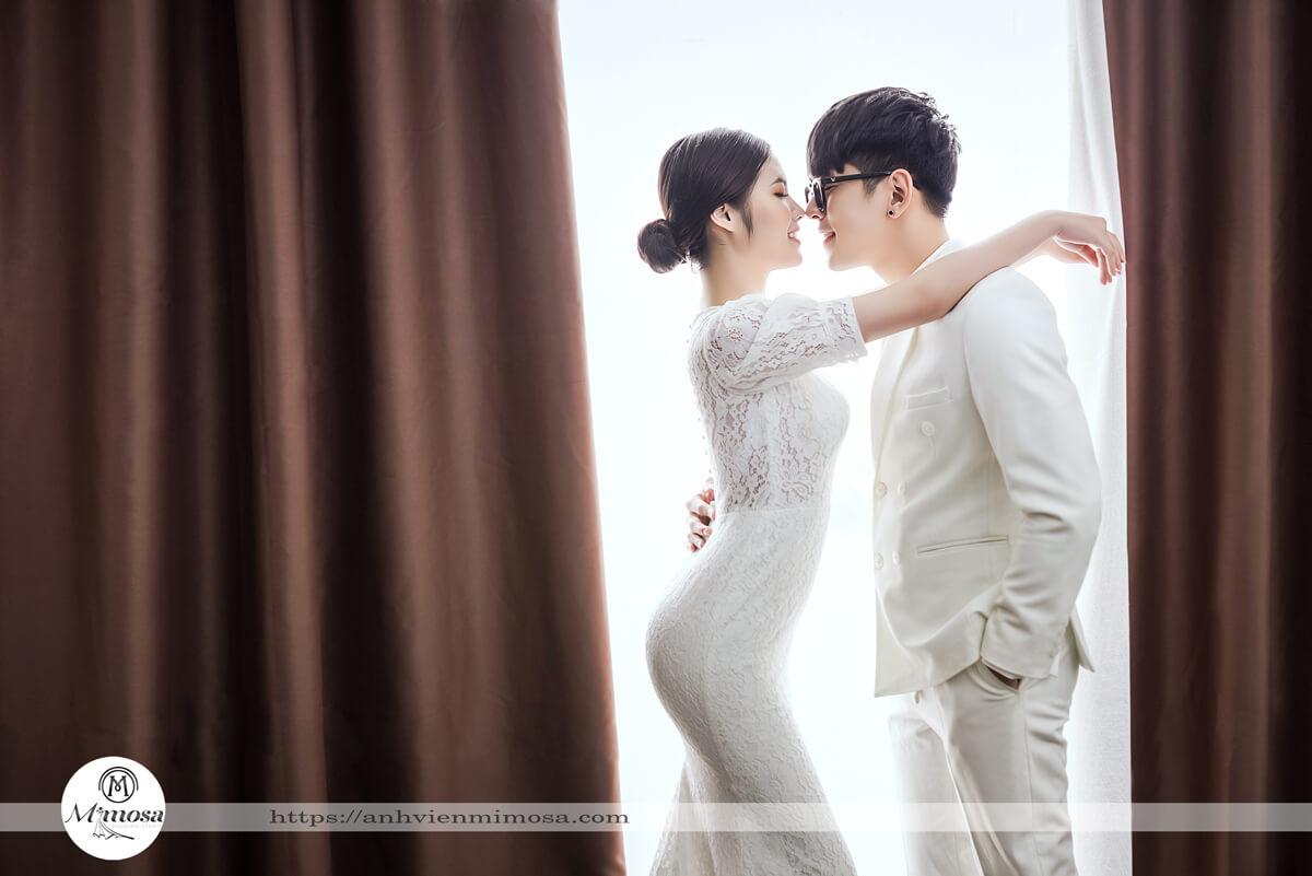 8 mẹo giúp cặp đôi tạo dáng tự nhiên khi chụp ảnh cưới