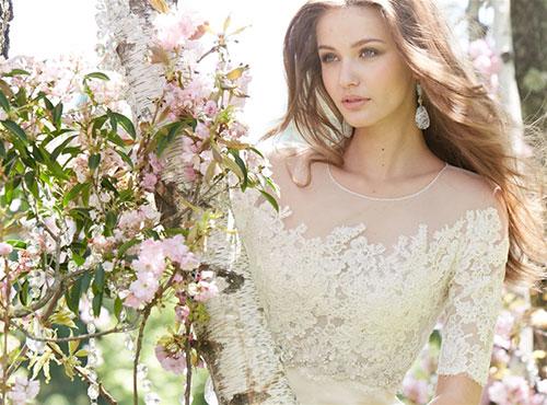 Cô dâu ngực nhỏ hãy nằm lòng 4 típ này để chọn được váy cưới như ý