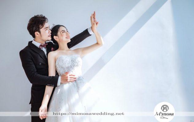 Bí kíp giúp cô dâu chú rể tạo dáng khi chụp ảnh cưới studio