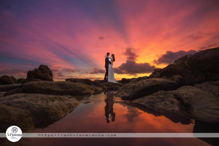 Gợi ý 10 kiểu tạo dáng chụp ảnh cưới ở biển cặp đôi không thể bỏ qua